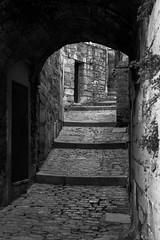 Baux-de-Provence (Kevin V.) Tags: france castle canon eos is raw cité paca 7d usm provence chateau 13 efs f28 baux bouchedurhône 1755mm bauxdeprovence canonefs1755mmf28isusm canoneos7d