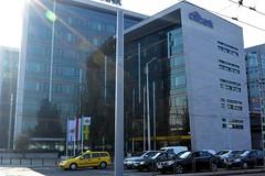 2014_Budapest_0776 (emzepe) Tags: building yellow modern office hungary cab taxi budapest ungarn citibank 2014 út hongrie autó sárga ősz október kerepesi irodaház