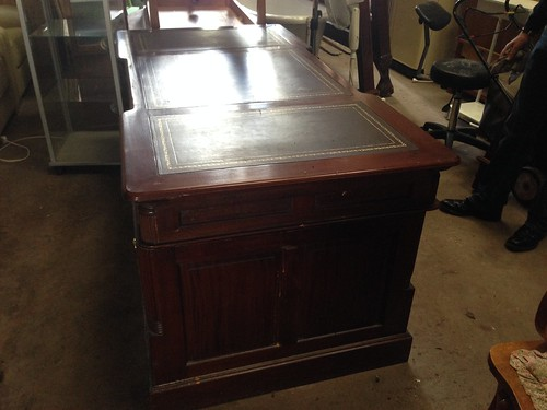 Mahogany Partners Desk With Inlaid Top € 550
