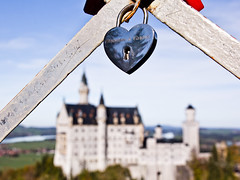 Christian y Carina (Hernan Piera) Tags: castle love germany bayern deutschland bavaria photography photo europa europe foto photographer image amor pic disney alemania fotografia neuschwanstein schloss padlock eclectic castillo liebe imagen fotografo baviera candado ludwigii vorhngeschloss eclectico luisiidebaviera hernanpiera desfiladerodepllat alpesbavaros schluchtpllat alpenbavaros eklektische gorgepllat alpsbavaros