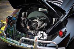 Anglų lietuvių žodynas. Žodis motor reiškia 1. n motoras; variklis; motor car automobilis; motor cycle motociklas;2. v vežti, važiuoti automobiliu lietuviškai.