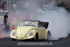 Richard Webb (pictureinterceptor) Tags: mist fog race bug germany volkswagen deutschland schweiz switzerland haze nebel beetle convertible fim hockenheim 1320 cabrio rennen fia dragracing renne kfer rauch dragrace fusca hockenheimring smocke richardwebb nitrolympix rolandschenkerschweiz wwwpictureinterceptorch rolandschenker nitrolympx2014 81082014 29nitrolympx badischermotorsportclubev