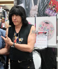 2014-Musician Marky Ramone of the Ramones at SDCC on Friday-02 (David Cummings62) Tags: california ca musician music punk sandiego photos calif ramones drummer comiccon con markyramone davidcummings davecummingsphotos