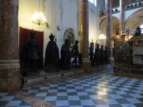 20140905 01 013 Rom Abt Innsbruck Hofkirche Statuen Säulen