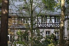 Schloss Eller - Dsseldorf (KL57Foto) Tags: castle germany deutschland herbst palace nrw schloss dsseldorf schlosspark rheinland rhineland fachwerk 2014 historisch eller dsseldorfeller landeshauptstadt schlosseller kl57foto ellerschloss