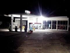 ESSO Servicentro Gimnez Lisandro y Alfonso - Estacin de servicio (EDL-Funes) Tags: entreros argentina gasstation santaelena esso exxon petrolstation gasolinera fillingstation exxonmobil estacin