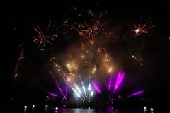 Bonfire night 2014 - Disneyland Paris - 0124 (Snyers Bert) Tags: park parque lake paris france night fireworks euro disneyland events lac disney mickey resort bonfire land frankrijk pyro magical parc parijs disneylandparis dlp plaatsen dlrp lakedisney marnelavallee mickeysmagicalfireworksandbonfire