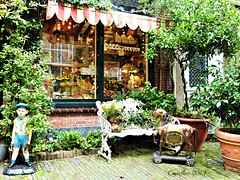 Shop - Korte Houtstraat - Haarlem (Cajaflez) Tags: haarlem netherlands shop magasin thenetherlands winkel brocante nederlands the dollhouses poppenhuizen oudespulletjes