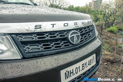 2015-Tata-Safari-Storme-Facelift-03