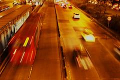 El ajetreo en la ciudad (DavidVelosa) Tags: flujo trafico transmilenio bogotá carros noche
