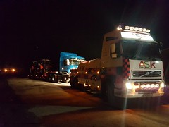 Recovering Laden Artic To Ammanford With Our FH13 (JAMES2039) Tags: volvo tow towtruck truck lorry wrecker heavy underlift heavyunderlift 6wheeler frontsuspend flatbed scania cardiff rescue breakdown night ask askrecovery recovery fh13 pn09juc pn09 juc tractor