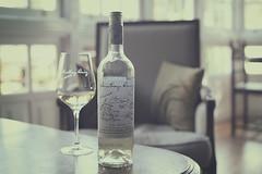 Bodegas Santiago Ruiz (Graella) Tags: santiagoruiz vigo galicia vino wine copa glass home hogar botella bottle stilllife bodegon livingroom indoor desing interiorismo estilo style bodegas