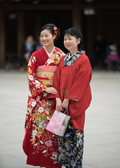 Great Smiles Excite Moires (tourtrophy) Tags: smile kimono japan tokyo mejishrine shibuya women japanesewomen sonya7rii canonef135mmf2lusm
