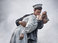 Embracing Peace (mag.pictures) Tags: statue sewardjohnson mardasson mémorial bastogne kiss baiser
