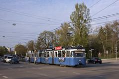Wenige Minuten später verlässt das selbe Gespann auch die Haltestelle am Tiroler Platz (Frederik Buchleitner) Tags: 2005 3004 linie15 munich münchen pwagen strasenbahn streetcar tram trambahn