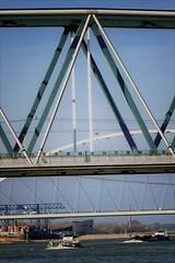 driehoeken (roberke) Tags: water rivier stroom river bruggen bridges schepen ships outdoor zonnig sunlight sky lucht nijmegen nederland netherlands