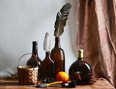 Botellas marrones (leograttoni) Tags: naturalezamuerta stilllife bodegón botella bottle pincel canasto naranja interior laplata buenosaires pluma
