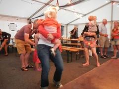 in en rond de tent (4)