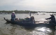 Tonle Sap lake, Cambodia (jcbkk1956) Tags: light lake boat nikon cambodia khmer market floating vendor siemreap angkor contrejour shimmer tonlesap contrejoure