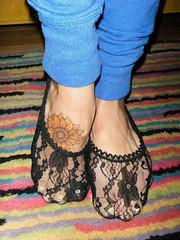 encajneg01 (J.Saenz) Tags: woman feet foot mujer pies pieds footfetish pinkys fetiche peds footsies footies liners fetichismo footlets womenfeet pikis podolatras pikys sockettes lingerieforfeet balletsocks
