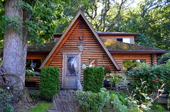 Log Haven [Niagara-On-The-Lake - 13 August 2014] (Doc. Ing.) Tags: wood summer house ontario canada cottage northamerica woodenhouse niagaraonthelake on loghouse 2014 colonialstyle britishcolony