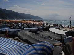 Monterosso (//DannyBoy//) Tags: italy mer beach boats mare bateaux cinqueterre monterosso plage spiaggia italie sonycybershot tialia