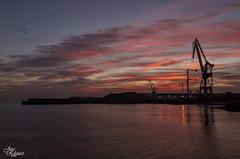 Amanecer inesperado (Urugallu) Tags: color luz canon puerto luces mar rojo agua flickr asturias playa amanecer cielo nubes reflejo gijon xixon gruas g12 asturies arbeyal joserodriguez inesperado principadodeasturias urugallu