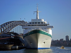 Albatros in Sydney 08 2 (PhillMono) Tags: bridge cruise shadow sun reflection classic phoenix boat reisen ship harbour sydney royal vessel olympus quay bow viking albatros circular e30