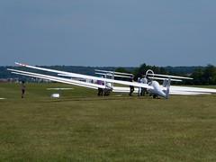 Attendre son tour (Nicolas) Tags: sky france field ciel glider champ planeur yvelines beynes nicolasthomas