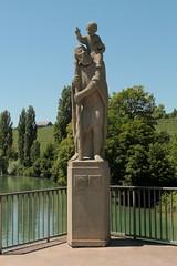 Statue des St. Christophorus mit Christus - Kind auf der Klosterbrücke Rheinau über den Rhein ( Hochrhein - Fluss - River ) bei Rheinau im Zürcher Weinland im Kanton Zürichd der Schweiz (chrchr_75) Tags: chriguhurnibluemailch christoph hurni schweiz suisse switzerland svizzera suissa swiss chrchr chrchr75 chrigu chriguhurni juli 2015 hurni150701 juli2015 albumzzz201507juli christophorus christopherus christusträger frühchristlicher märtyrer heiliger hüne schutzheiliger reisenden rhein rhin reno rijn rhenus rhine rin strom europa albumrhein fluss river joki rivière fiume 川 rivier rzeka rio flod río albumchristophorus