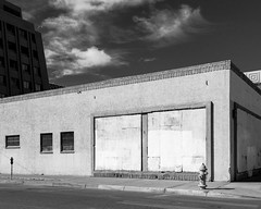 (el zopilote) Tags: abuquerque newmexico street cityscape architecture clouds powerlines graffiti canon eos 1dsmarkiii canonef24105mmf4lisusm fullframe bw bn nb blancoynegro blackwhite noiretblanc digitalbw bndigital schwarzweiss monochrome
