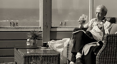 relaxation (Le Xuan-Cung) Tags: relaxation zandvoortatthesea holland onasunnysunday onasunnyday streetphotography oldman streetlife streetscene sw bw nb noiretblanc blackandwhite livinginzandvoort livinginholland