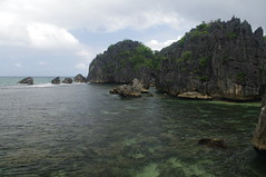 Caramoan Island, Camarines Sur Province, Bicol Region, Philippines (ARNAUD_Z_VOYAGE) Tags: islands island philippines landscape boat sea southeast asia city people amazing asian street architecture river tourist capital town municipality filipino filipina action colors mountain mountains panay trycicle province beach beaches white sand turquoise nature coral reefs limestone cliffs davao church caramoan camarines sur bicol region