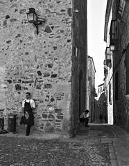 Calle Ancha (Joaquín Mª Crespo) Tags: byn blackwhite bw blancoynegro monocromo callejeo calle cascohistorico cáceres streetphoto street leica summicron35mmasph