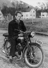PEM-ROG-00089 Mann på motorsykkel