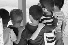 af1703_1181 (Adriana Füchter) Tags: kids children boys monocromático gente adrianafüchter kid child criança girls amizade friends friendship lake lago water holding abraço abraçando brincando playing brazil brasil crianças seridó countryside tomadadegrupo bw copo preto e ao ar