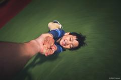 Le bonheur au bout des bras (larbinos) Tags: filé grenoble isère igersgrenoble igersfrance mouvement enfant children pentax k5 pose poselongue jules sourire smile bonheur happy