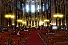 Santa María Del Mar (Fnikos) Tags: church iglesia chiesa lights darkness people crowd barcelona indoor