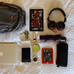 Today's carry. Trying to keep it light while I work on a chapter. (cjazzlee) Tags: whatsinyourbag everydaycarry kobo fanfiction
