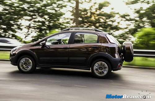 2015-Fiat-Avventura-03