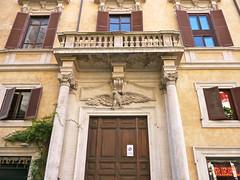 Rome, Italie (Marie-Hlne Cingal) Tags: door italy rome roma puerta italia porta porte tr italie aigle