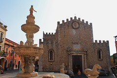 Cathedral in Taormina Sicily (Eddie Crutchley) Tags: italy fountain square europe cathedral sicily taormina walledcity