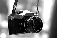 Fujica ST605N with Fujinon 55mm f/2.2 (KwyjiboVanDeKamp) Tags: old bw vintage blackwhite fuji takumar bokeh alt edited m42 sw fujifilm fujica fujinon cameraporn bearbeitet schwarzweis st605n photoscape xe2 novoflexlensadapternovoflexobjektivadapter asahismctakumar50mmf14m42 55mmf22m42