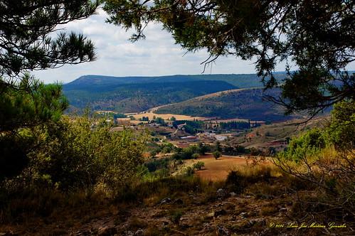 "Salinas del Manzano: Desde el camino de Zafrilla • <a style=""font-size:0.8em;"" href=""http://www.flickr.com/photos/26679841@N00/15502898885/"" target=""_blank"">View on Flickr</a>"