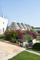 "trulli (7) <a style=""margin-left:10px; font-size:0.8em;"" href=""http://www.flickr.com/photos/118782612@N04/15523192207/"" target=""_blank"">@flickr</a>"