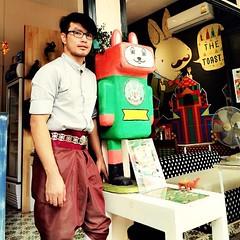 ชุดทำงานช่วงเทศกาลลอยกระทงปีนี้ ปวด เยี่ยว ขี้ ต้องทน 5555 ลัฟดาโทสต์ สนับสนุนให้คนไทย แต่งกายแบบไทยไปลอยกระทง นะจ๊ะ