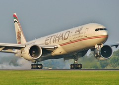 A6-ETA (AnDrEwMHoLdEn) Tags: manchester airport landing 777 manchesterairport egcc etihad 05r