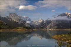Mañana de otoño en Riaño (PITUSA 2) Tags: españa naturaleza paisaje pantano cielo nubes león montañas embalse castillayleón riaño pitusa2 elsabustomagdalena