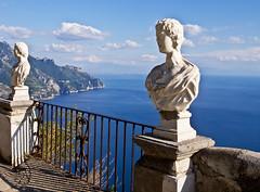 Campania felix (schreibtnix on'n off) Tags: italien blue sea sky italy travelling reisen meer horizon himmel blau ravello horizont mediterraneansea villacimbrone mittelmeer campaniafelix olympuse5