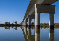 Puente sobre aguas no turbulentas (javipaper) Tags: